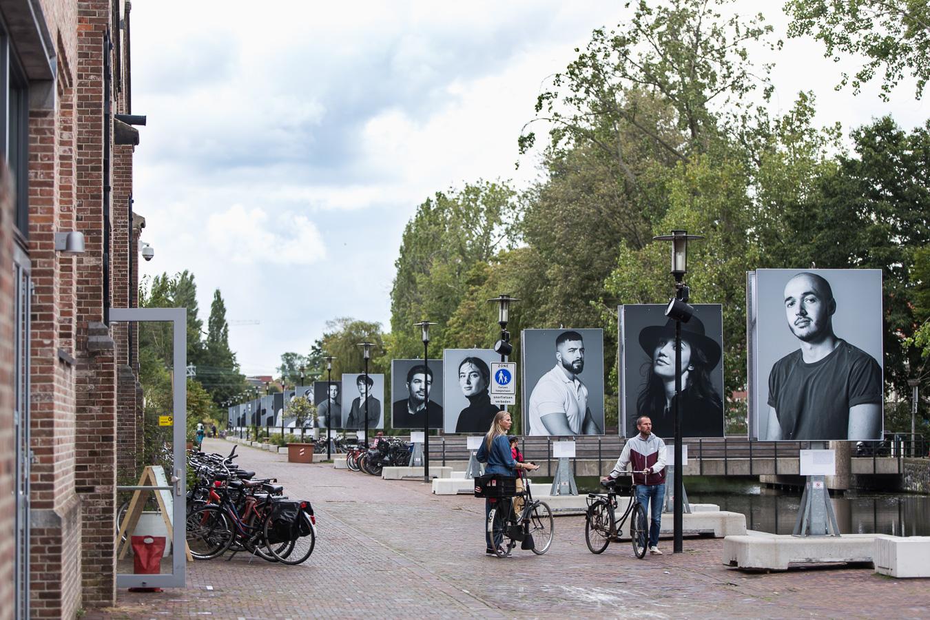 Tijdelijk monument van Bosnian Girl © Maarten Nauw